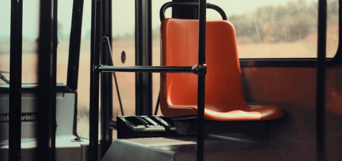 silla de autobús vacía