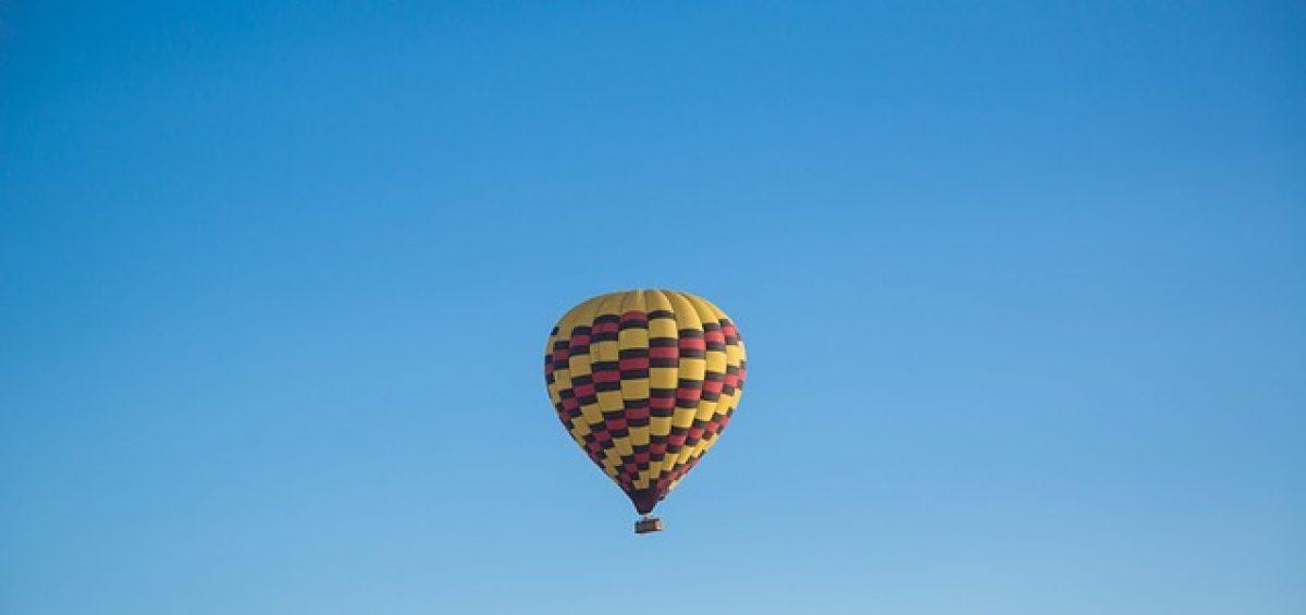 globo en el cielo